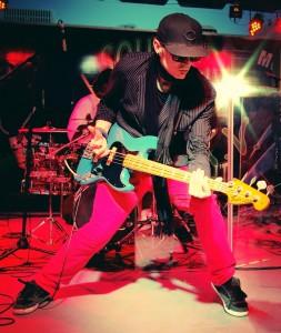 Freekbass bass player and Stompblox user